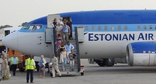 Pasajeros en el aeropueto de Girona / Foto: Xavier Pou