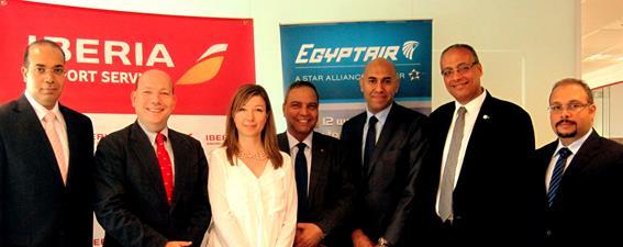 Directivos de Iberia y Egyptar, tras rubricar el acuerdo