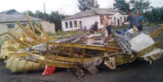 Restos del Boeing 777 de Malaysia Airlines abatido por un misil cuando sobrevolaba Ucrania