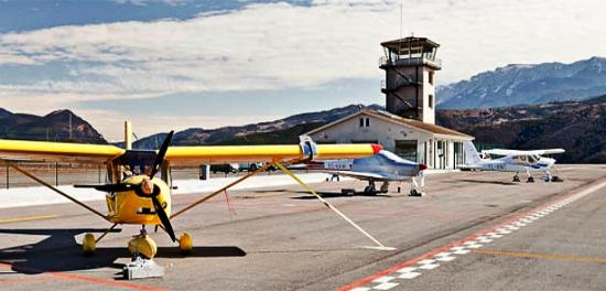 Plataforma del aeropuerto Andorra-La Seu y edificio terminal