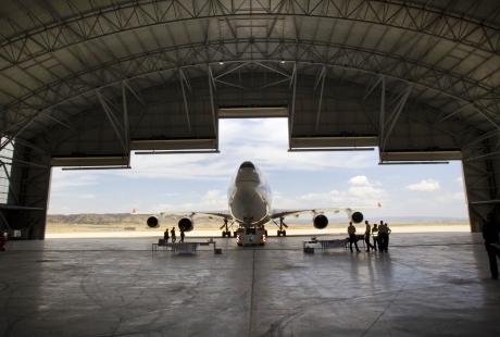 Un Boeing 747 en el hangar del Aeropuerto de Teruel