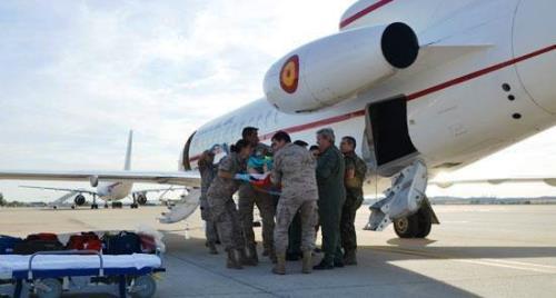 Momento de la llegada del herido a la Base Aérea de Torrejón / Foto: Ministerio de Defenda