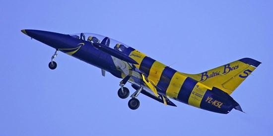 Uno de los aviones de la patrulla Baltic Bees, el viernes 26 / Foto: Josep Ventura