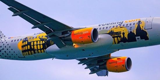Airbus A320 de Vueling, ayer en la Festa al Cel / Foto: Josep Ventura