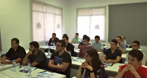 Alumnos del curso de piloto profesional ATPL