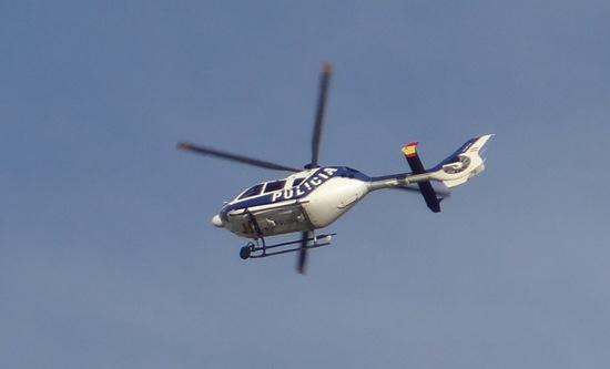 Un helicoptero EC135 de la Policía Nacional, sobrevolando Madrid el pasado mes de septiembre / Foto: JFG