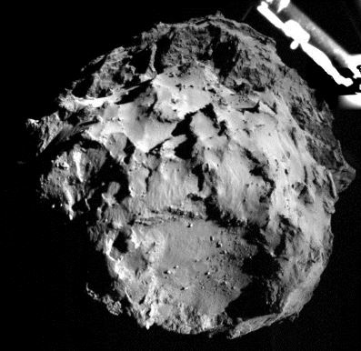 El cometa 67P fotografiado por Philae cuando se disponía a aterrizar en su superficie