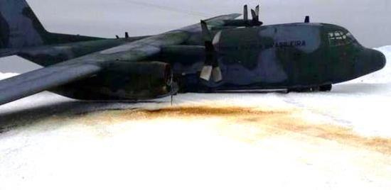 Imagen del avión C-130 Hercules de la Fuerza Aérea Brasileña, en el que viajaban 49 personas