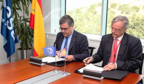 Firma del acuerdo en ESAC / ESA