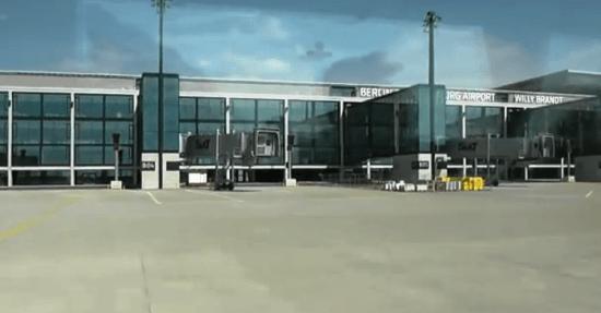 Puertas de embarque del aeropuerto de Berlín-Brandenbuergo