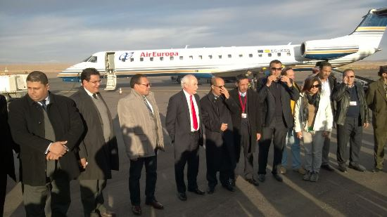 Autoridades marroquíes y representantes de Air Europa, tras llegar a Ouarzazate
