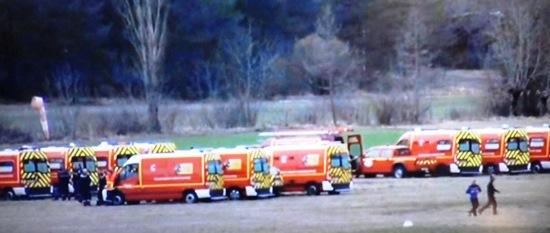 Ambulancias estacionadas a pocos kilómetros del lugar del accidente
