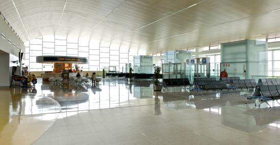 Zona de embarque de la terminal del aeropuerto de Menorca / Aena