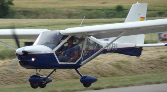 Aterrizaje de un ultraligero en el aeródromo de Igualada / JFG