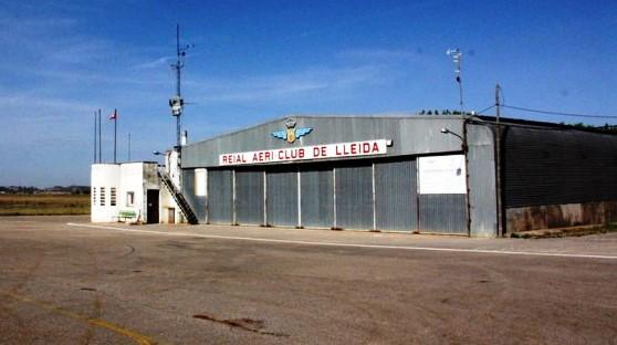 Hangar del Aero Club de Lleida en el aeródromo de Alfés
