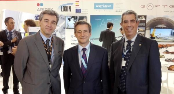 Alejandro Ibrahím, a la derecha, con Ignacio Eiriz COE de CTA (a la iquierda) Antonio Guillamón, CEO de AERTEC (en el centro)