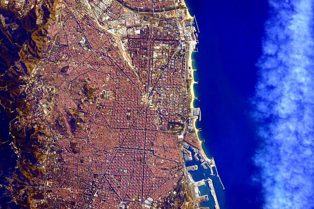 Barcelona, vista desde el espacio / Scott