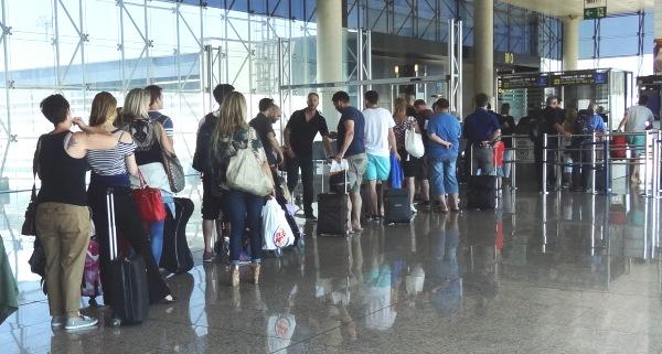 Pasajeros en la T2 del Aeropuerto de Barcelona