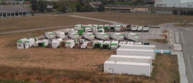 Lo¡s camiones están en un aparcamiento situado en el interior del recinto aeroportuario / Aena