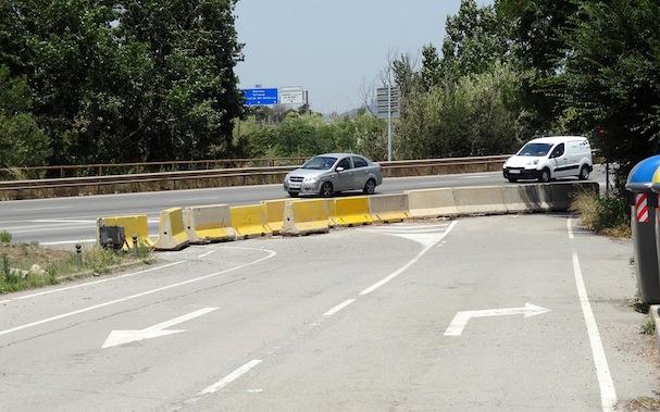 Estas pilonas han 'alejado' el Aeropuerto de Sabadell 2,5 km. de la ciudad / JFG - AeroBCN