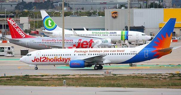 Aviones de pasajeros en el Aeropuerto de Barcelona / Pere Escala