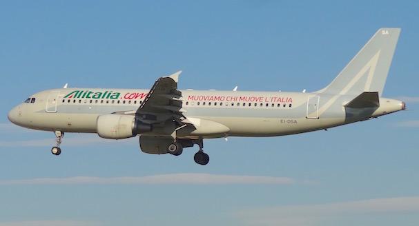 Arbus A320 de Alitalia, al llegar al Aeropuerto de Barcelona / JFG