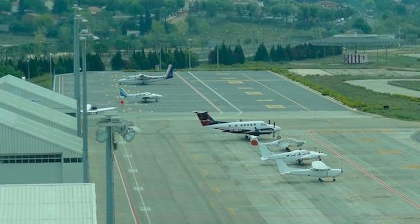 Aviones estacionados en una de las plataformas del Aeropuerto de Sabadell / JFG