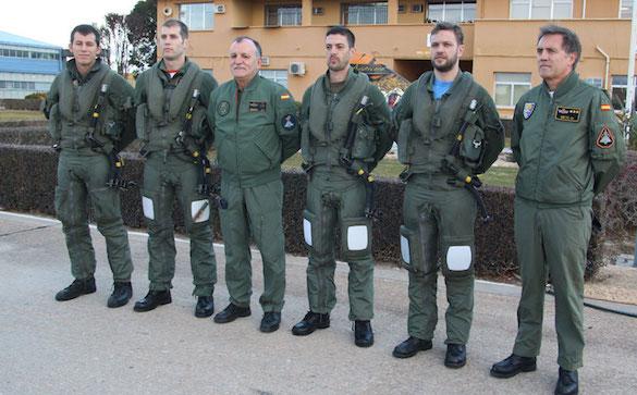 El general Simón con los pilotos de Eurofighter que han partido hacia Lituania / Ministerio de Defensa