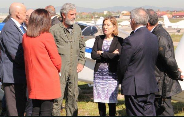 Miguel Ángel Gordillo conversa con la ministra Ana Pastor / RACE