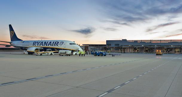 Un avión de Ryanair en el Aeropuerto de Reus / Aena