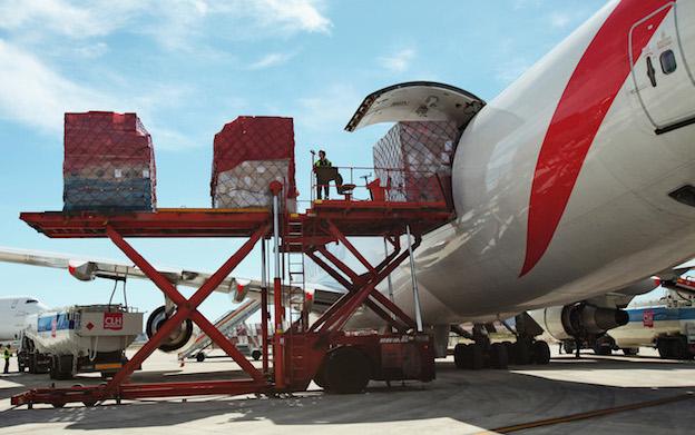 Avión de carga en el Aeropuerto de Zaragoza / Aena