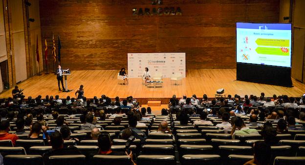 Sala de conferencias de Expodrónica / Jaime Oriz