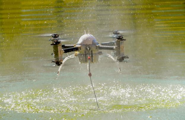 Exhibición de un drone en Expodrónica / Jaime Oriz