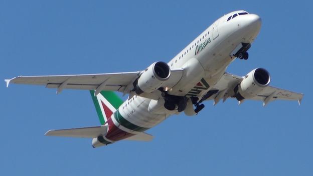 Airbus A319 de Alitalia, al despegar del Aeropuerto de Barcelona / AeroBCN.com
