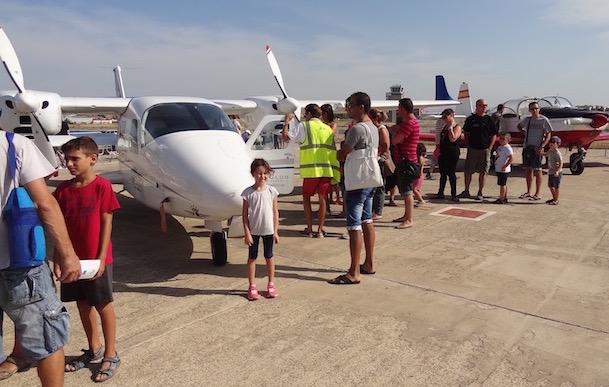 Muchas familias acudieron con sus hijos / AeroBCN.com