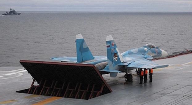 Un Sukhoi Su-33 en la cubierta del Almirante Kuznetsov / Wikipedia